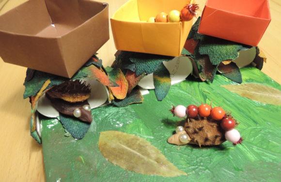 Der Igel auf dem Weg in sein Blätternest